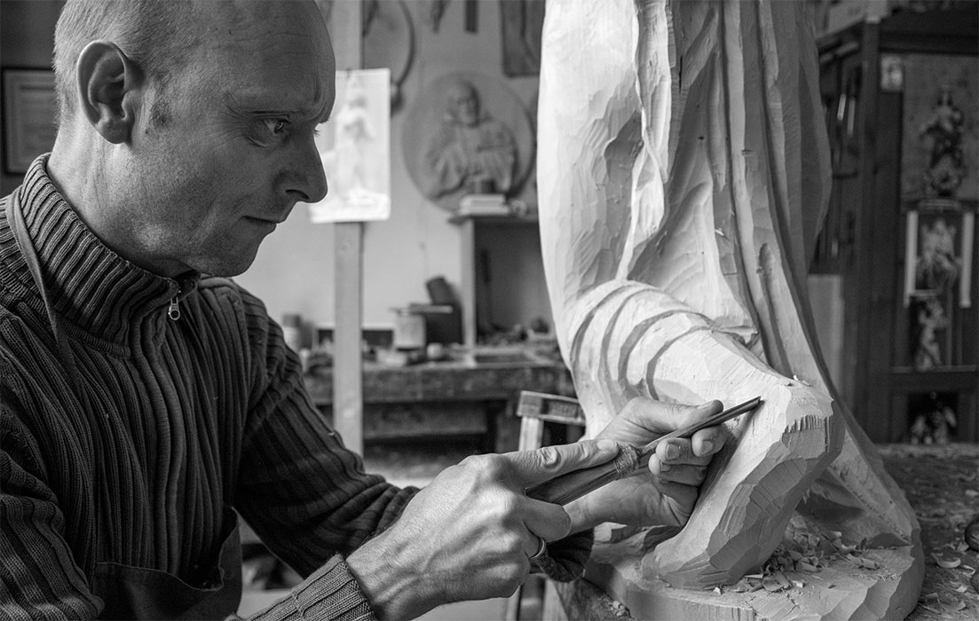 History and tradition - Woodcarver Giuseppe Stuflesser in Val Gardena
